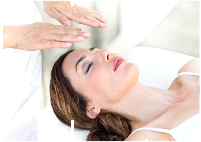 Frau empfängt heilende Frequenzen